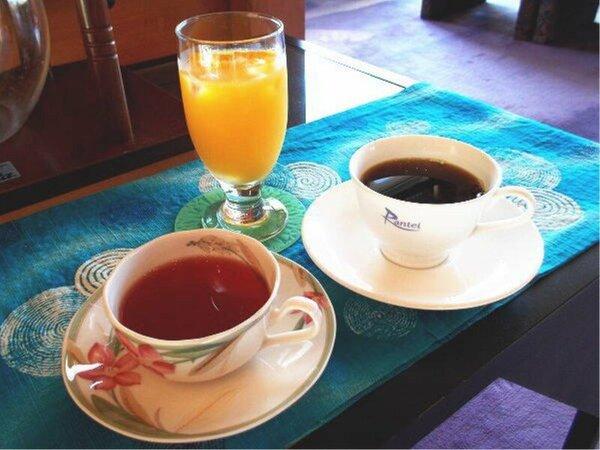ラウンジでハーブティー、コーヒー、ジュースなどご提供しております