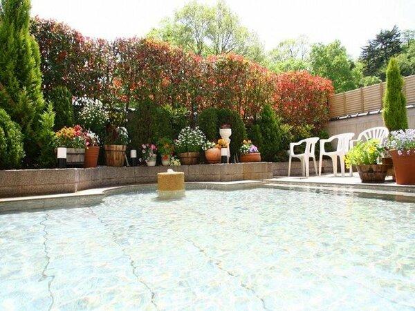 庭園野天風呂 明るく清潔なお風呂でリラックス