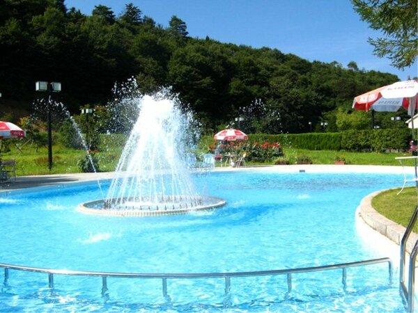 夏限定、プールで遊ぼう!