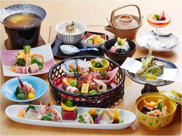 和食会席料理一例 料理長のこだわりが垣間見えます。季節の旬を味わえる、見目も美しい会席料理。