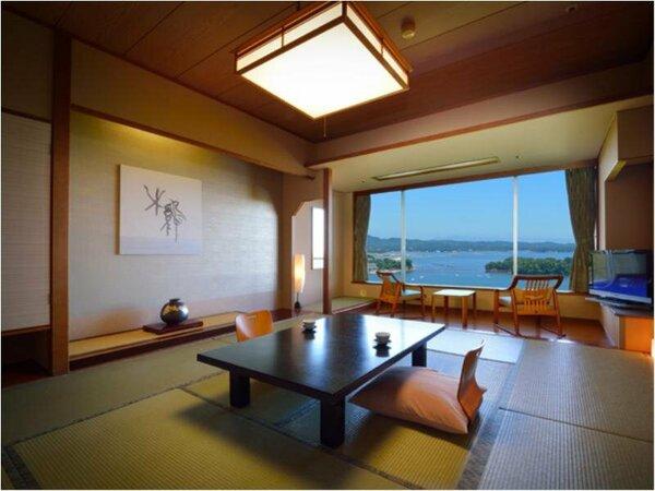 和室 海側(10帖) 全室海側で松島湾が一望。大浴場へ客室エレベーターでそのまま向かうことができます。
