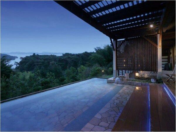 露天風呂≪夕≫イメージ LEDに照らされ幻想的な雰囲気を醸し出す露天風呂。星空もきれい♪