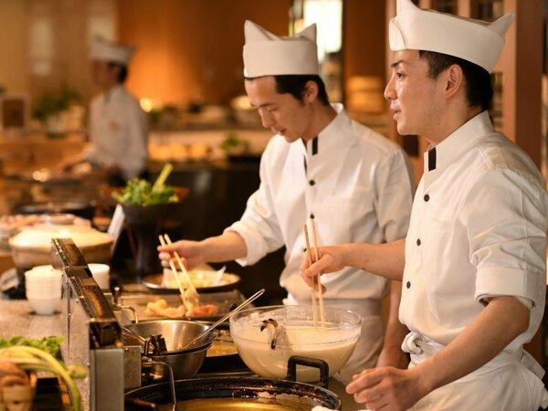 出来立て料理と料理人との会話をお楽しみください。