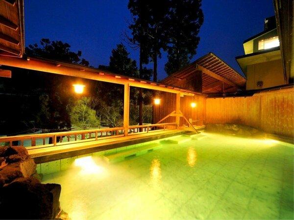 解放感を感じる露天風呂は、銀山温泉の四季を感じることができます。