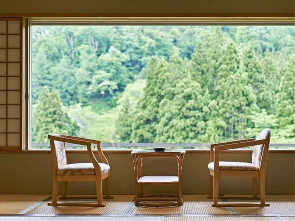 【標準和室】眺望が良く、落ちついた雰囲気の純和風建築つくりの客室です。