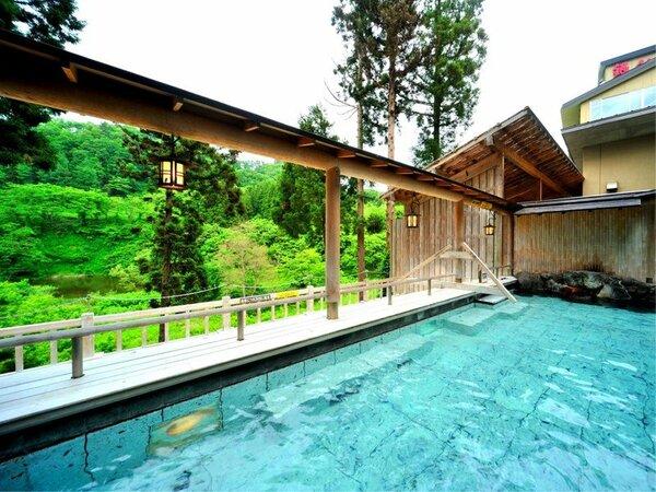 開放感のある露天風呂で肌あたりの優しいお湯に浸かり、手足を伸ばしてごゆっくりお寛ぎください。