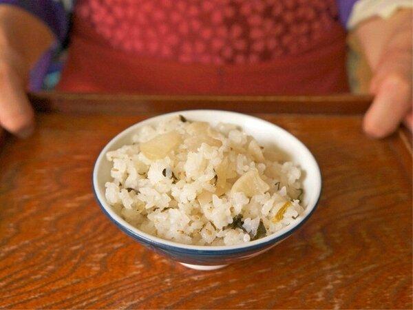 NHKドラマ「おしん」の時代、雑穀の量をふやすために大根と一緒に炊いた「大根飯」を現代風にアレンジ。
