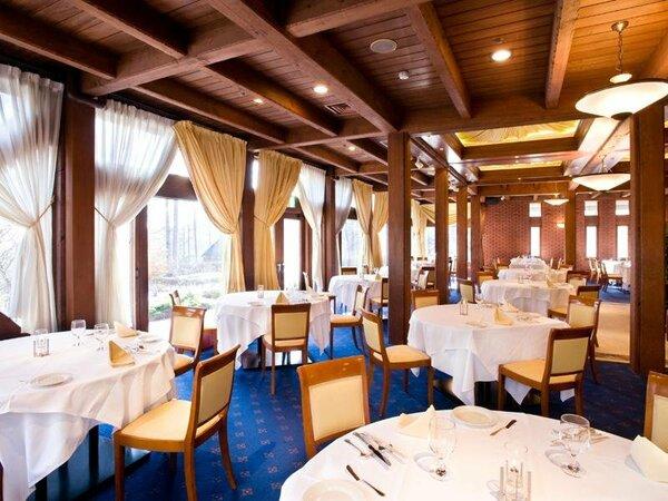 高級感あふれるレストラン「フレグラント」