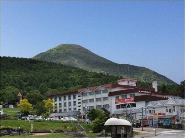 池の平白樺高原ホテルと蓼科山