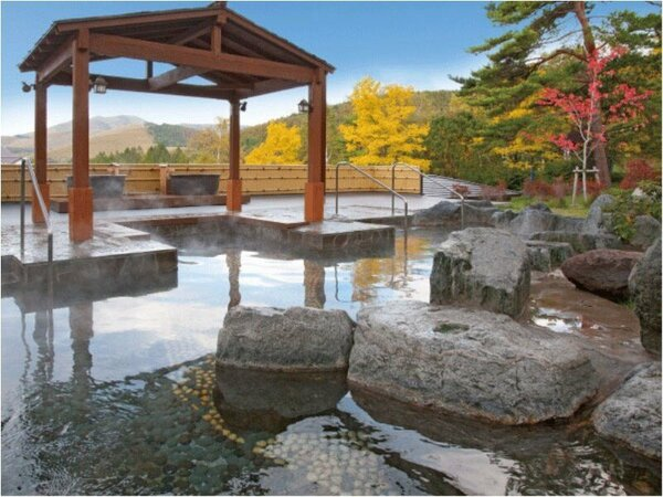 2015年温泉露天風呂をリニューアル。ご宿泊者は宿泊翌日の16時まで入浴可能