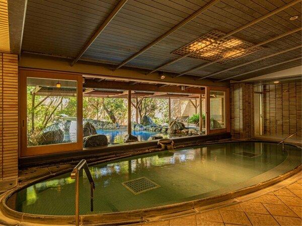 大浴場【男性・内風呂】季節により、ドアは9時~17時まで開放しています。