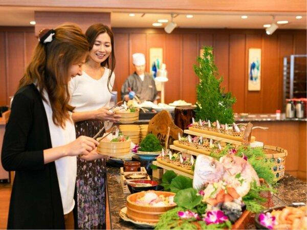 夕食は、人気のビュッフェスタイルで海の幸・山の幸をお楽しみください。