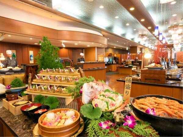 夕食は、お刺身やお寿司なそ約60種のメニューが楽しめる和洋ビュッフェ。