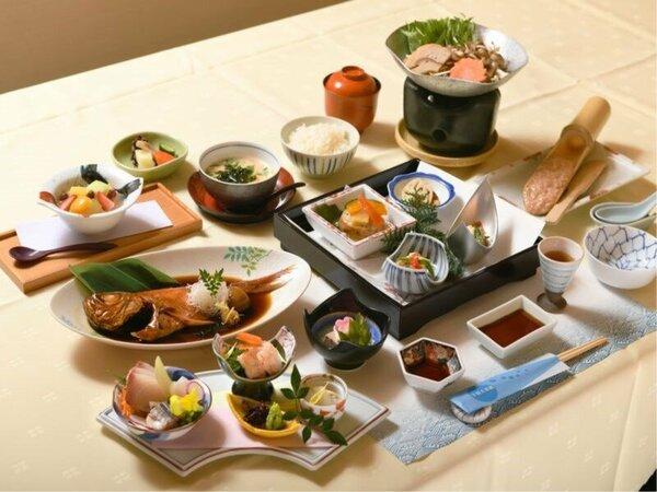 下田名物金目鯛の煮付けが付いた磯会席料理です。甘辛いタレが御飯にとっても合います!!
