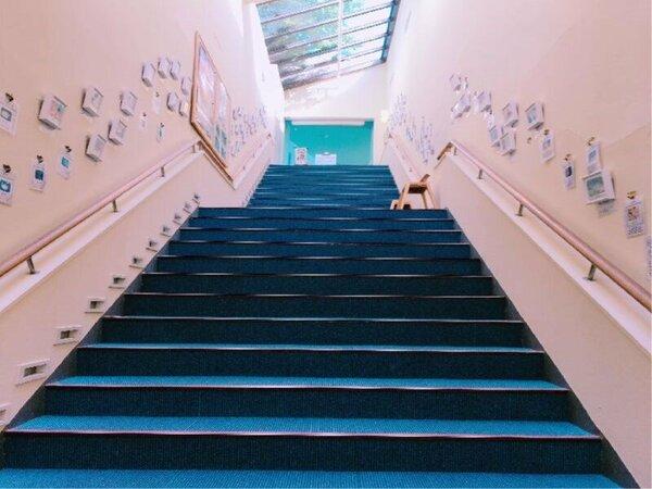 大浴場へ行って頂くには階段のみになってます。お手数をおかけ致します