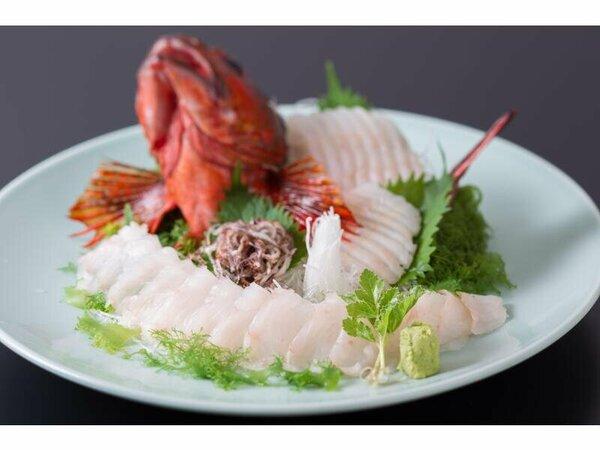 料理の一例(イメージ)厳選料理◆鮑の踊り焼きに加え季節の地魚を姿造りをご用意。(1部屋に1尾)