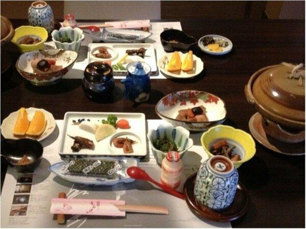 焼きふく付の朝食は大好評!他に山口県の特産品の「かまぼこ」「明太子」も付いています。