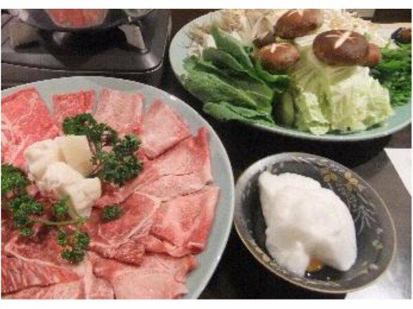 当館自家製のたれでしっかり味付た宮崎牛をふわふわの卵白で食べるすき焼きは絶品です。