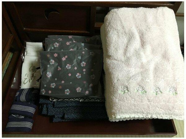 浴衣、バスタオル、フェイスタオルに、冬は羽織と靴下を揃えています。