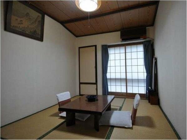 6畳和室の一例。トイレは別になりますが、部屋のすぐ近くにあり1組または2組のみで共有。
