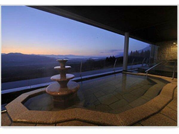 新築オープンの源泉かけ流し「露天風呂付 温泉大浴場」です。