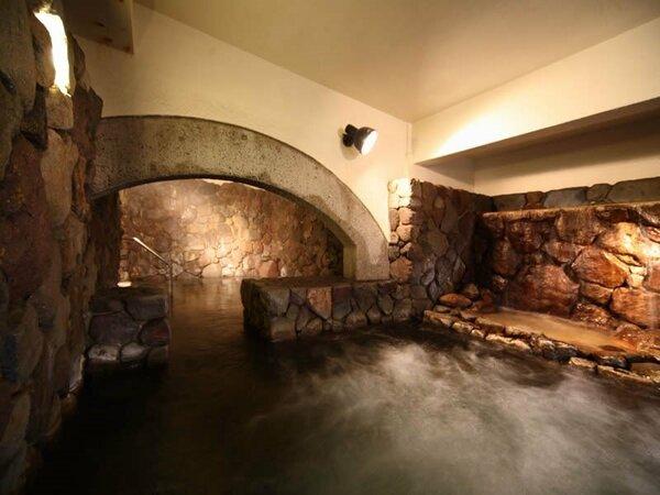 【菊湯殿】大浴場のイメージ/泡風呂とミスト風呂、趣の異なる楽しみ方ができる大浴場です。