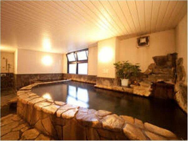 【由布の湯】天然石で造られたこだわりの浴槽と天然温泉が満喫できます