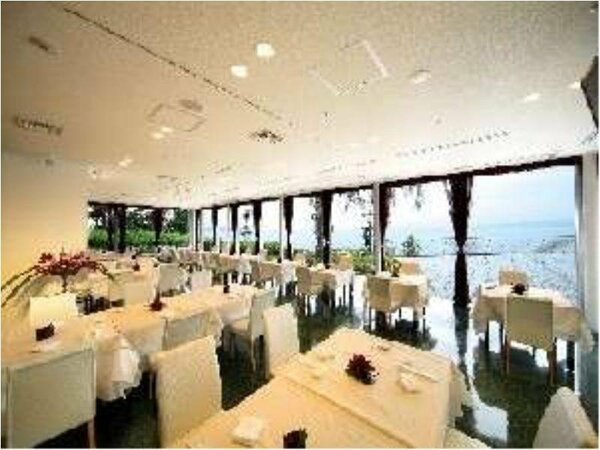 スタイリッシュな空間が魅力のレストラン海鳳