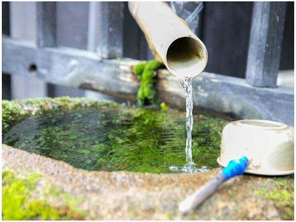 筋湯温泉:九重連山 黒岩岳より湧き出た天然水