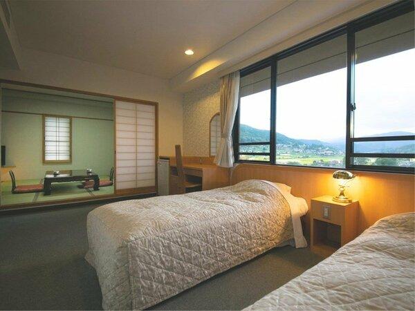 """■和洋室■由布院の街をかける列車が、最もよく見えるお部屋!""""ベッド""""か""""和室""""で迷ったらこのお部屋"""