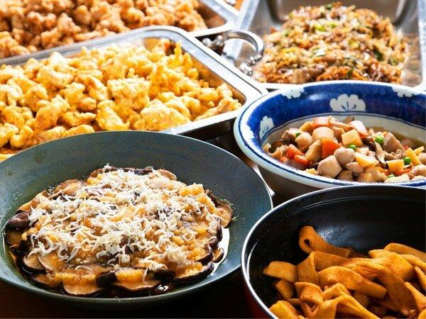 """〈朝食バイキング〉和洋50種類のバイキングには、""""大分県の郷土料理""""も。舌の上で巡る大分観光♪"""