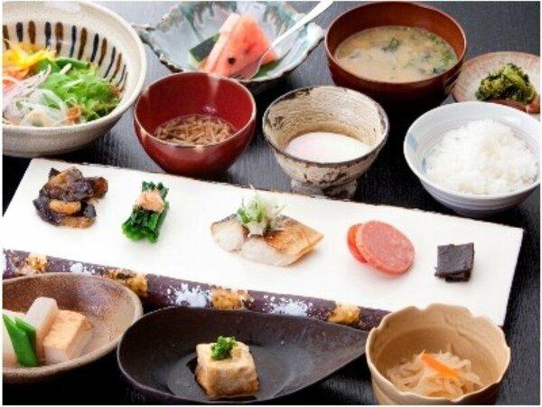 【朝食】夕食のメインがお肉なので、翌朝は身体喜ぶお野菜中心のあっさり和朝食です。