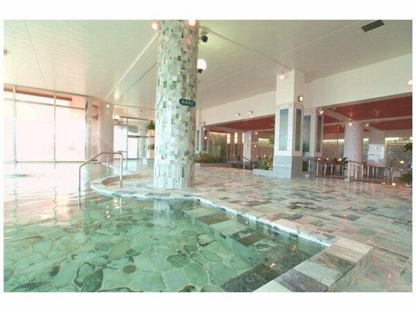 オホーツク海を望む天然翡翠の展望浴場