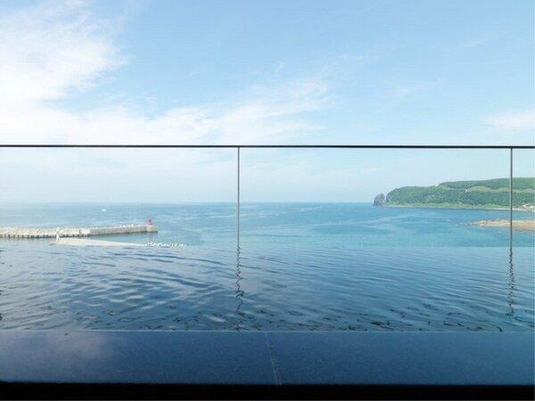 【大浴場】時には、目線と同じ高さをオオセグロカモメが横切ります!