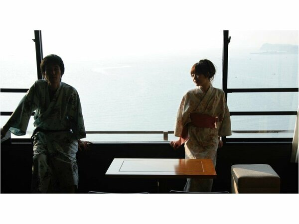 海を眺めながら、お二人でごゆっくりお過ごし頂けます。