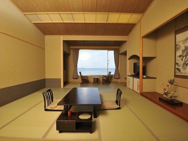 【東館 海側和室一例】畳のお部屋でゆっくりとおくつろぎください。