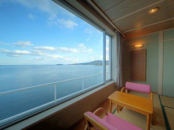 【 東館 海側和室一例 】広い窓からは志津川湾の島々から水平線までを見渡せます。