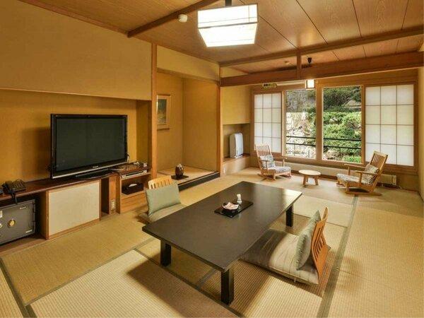 【北館和室一例】純和風客室にトイレ、空気清浄機、DVDプレーヤー、コーヒーマシン設置の快適空間。