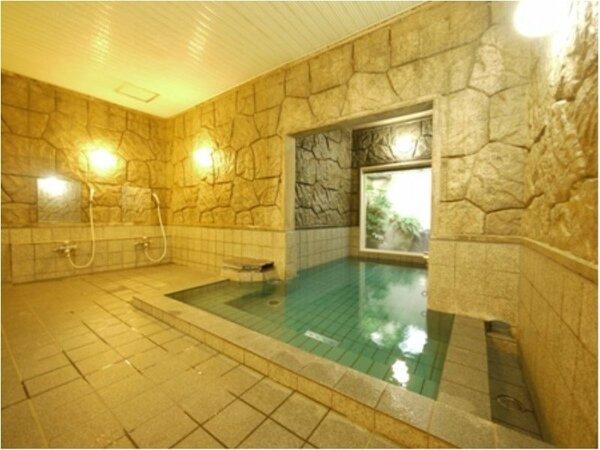 男女別活性石人工温泉大浴場 入浴時間15:00から2:00、5:00から10:00