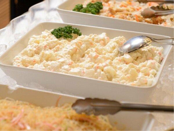 旬の素材をふんだんに盛り込んだ ビュッフェ形式の朝食です
