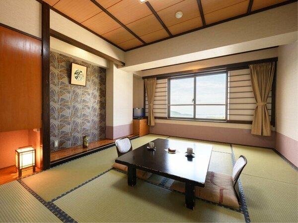 【本館和室(一例)】市街の夜景が見えるお部屋と山側のお部屋がございます。