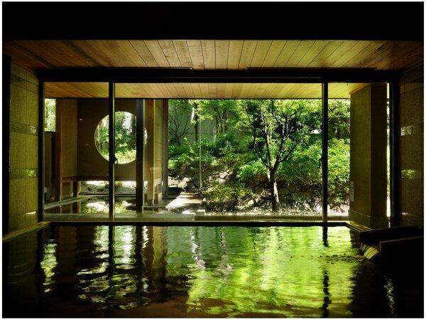 大浴場(貴天)から中庭を望む