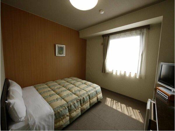 【ダブル】ベッド:140×200(cm)全室無料インターネット回線完備・26型液晶完備
