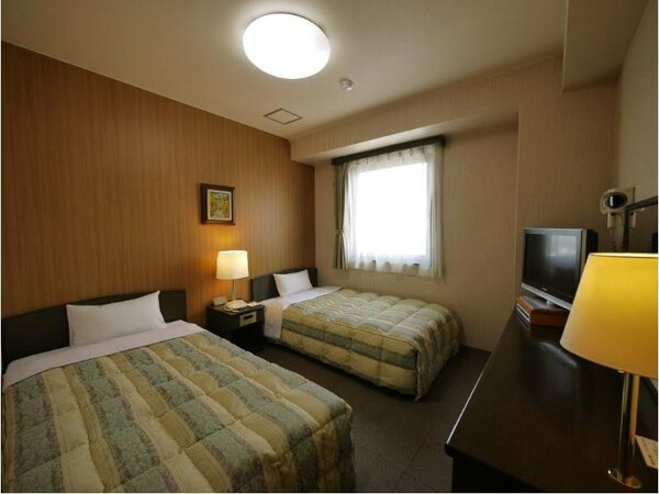 【ツイン】ベッド:120×200(cm)全室無料インターネット回線地デジ対応26型液晶TV完備