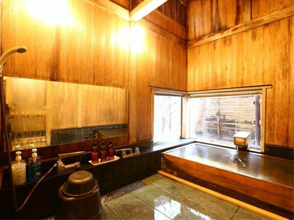 総檜造りの貸切風呂つかまの湯。ご家族でご利用下さい。