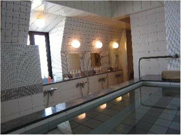 【大浴場】5~6名が入れる男湯浴槽