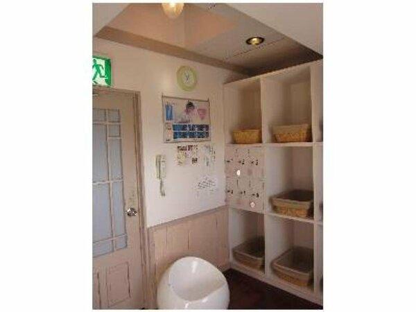 【大浴場】全体の雰囲気をピンクで統一した女湯脱衣所。
