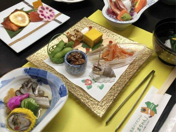 【ご夕食一例】地元で採れたお野菜を中心のお料理の数々をごゆっくりご賞味ください。