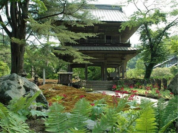 【青龍山 吉祥寺】別名「花の寺」境内では様々な季節の草花が鑑賞いただけます。