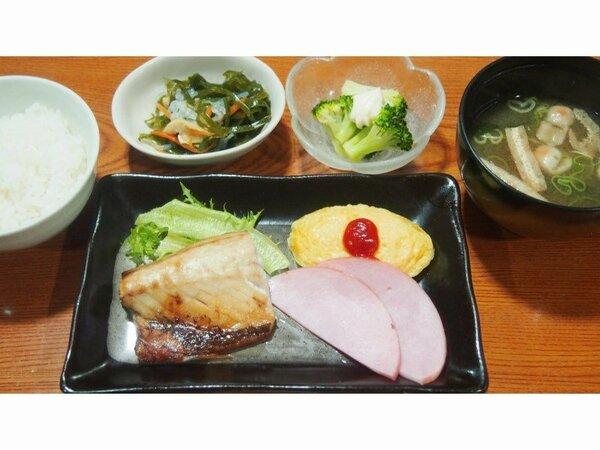 朝食(サバの塩焼き)